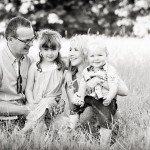 childrens-photographer-Nottingham - family portrait in fields