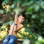 childrens-photographer-derby - boy swinging on a tree in woodland