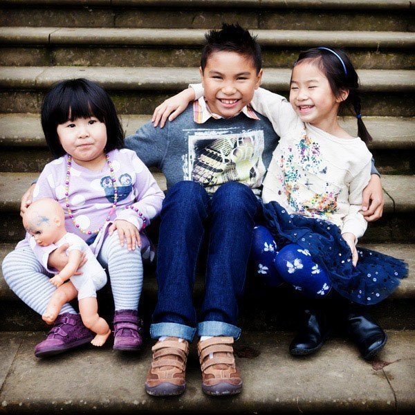 Family portraits nottingham children sitting on steps at wollaton park