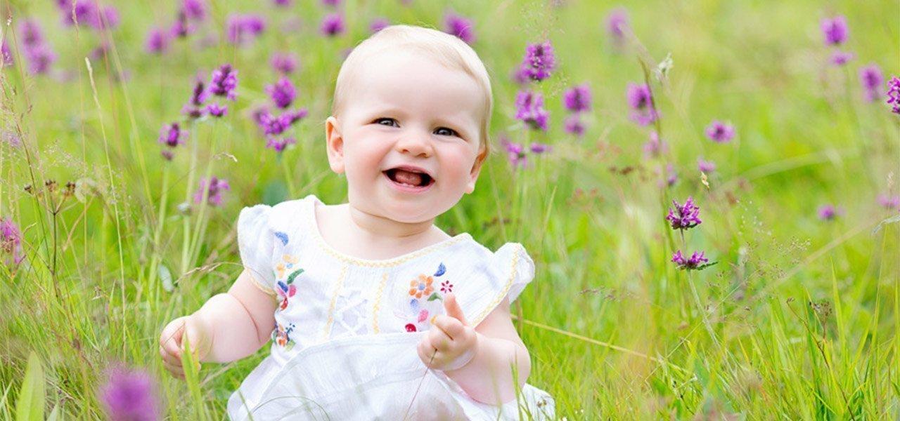 location-photographer-Nottingham-baby-girl-in-summer-fields