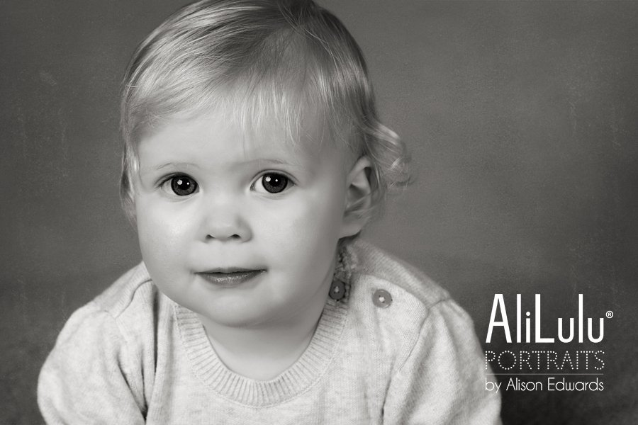 1 year old photo session with a baby girl