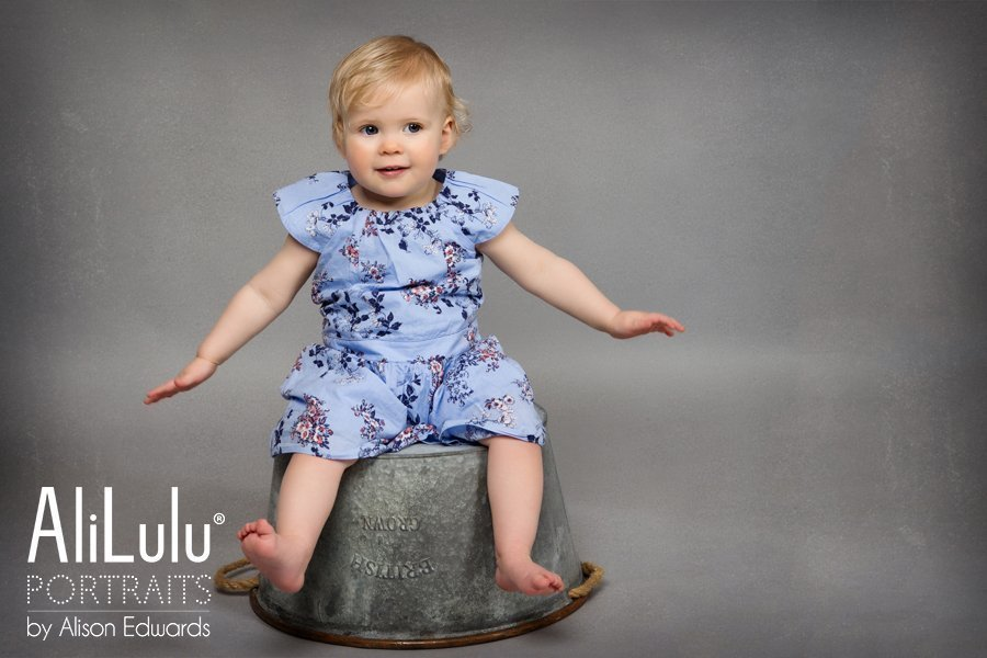 1 year old photo session of 1 year old girl