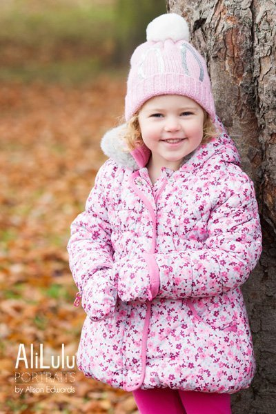 family photo shoot family autumn photo of young girl