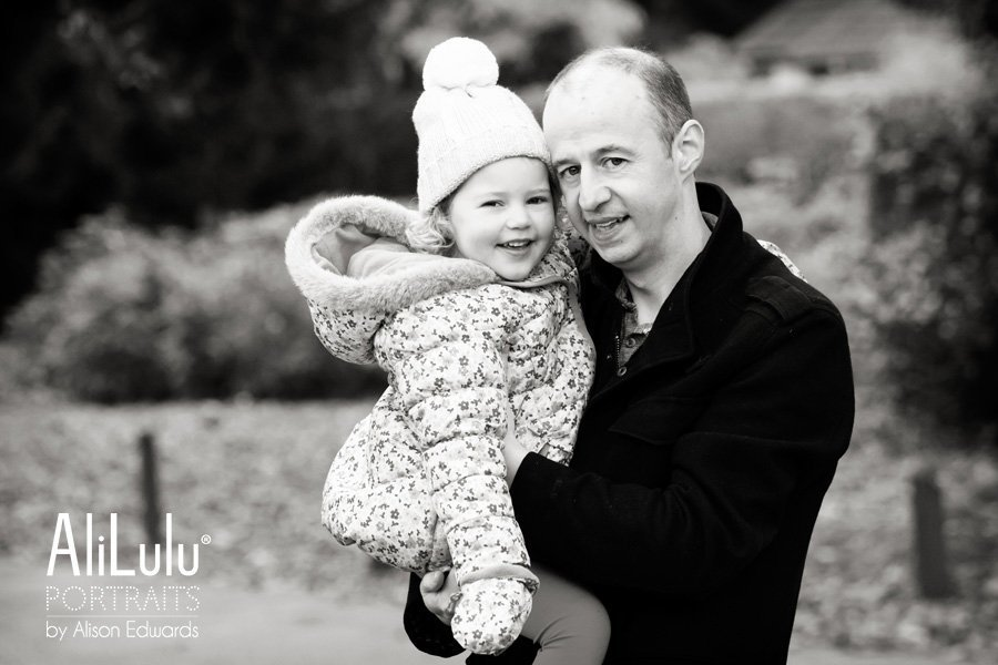 dad and daughter in family photo shoot at park