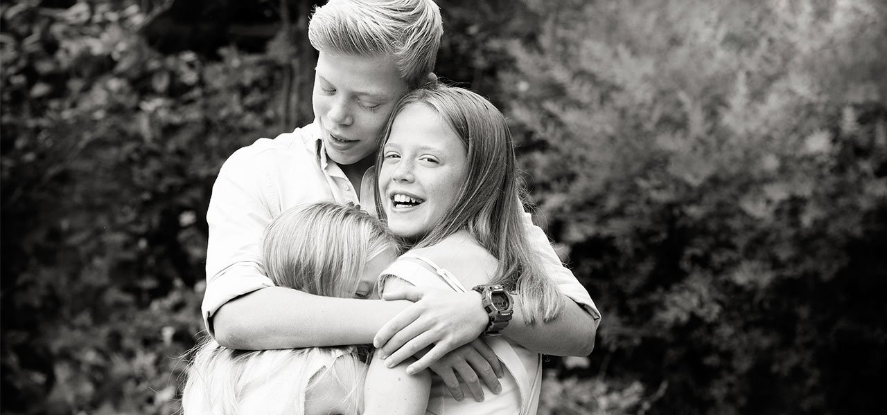 brother and sisters family photographer nottingham