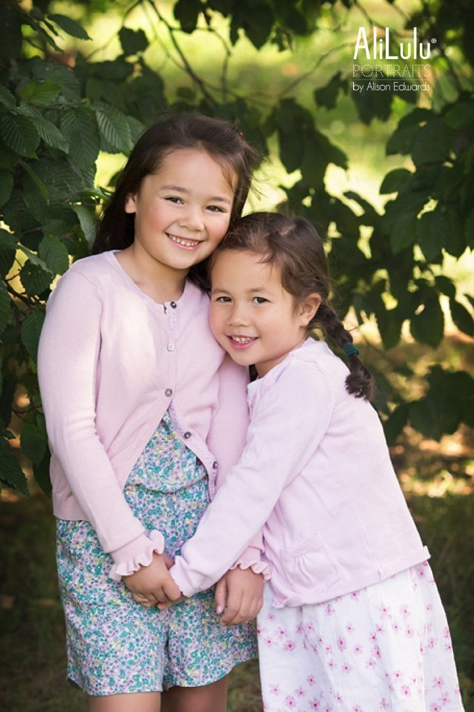 photo of sisters by family photographer in Nottingham