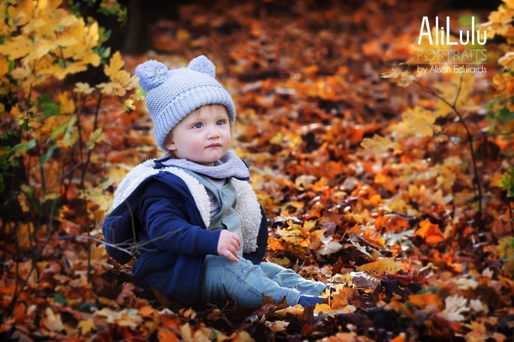 autumn photos in Nottingham of boy in cute hat