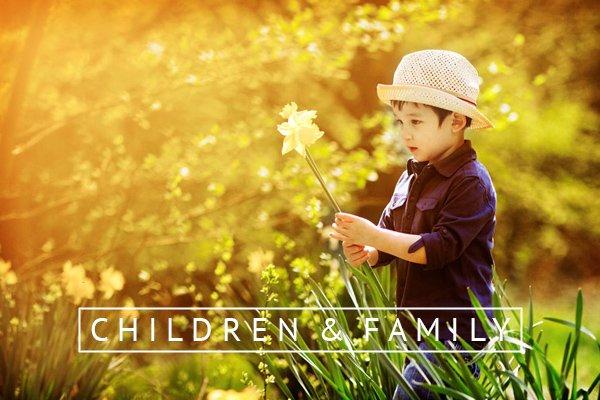 child photographer nottingham boy with daffodil